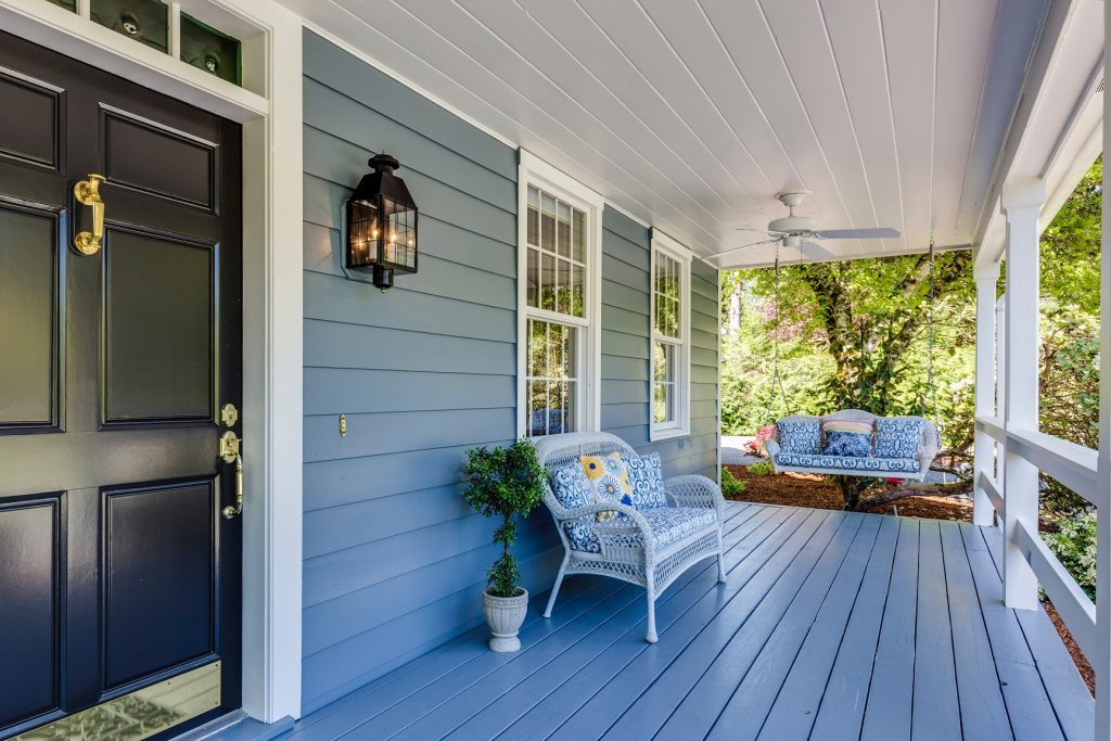 How a Fiberglass Door Can Fit Any Home